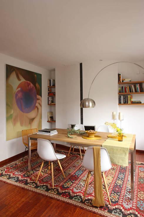EG 4. Piso Barcelones: Comedores de estilo escandinavo de BONBA studio