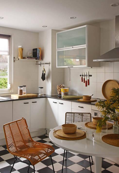 EG 4. Piso Barcelones: Cocinas de estilo escandinavo de BONBA studio