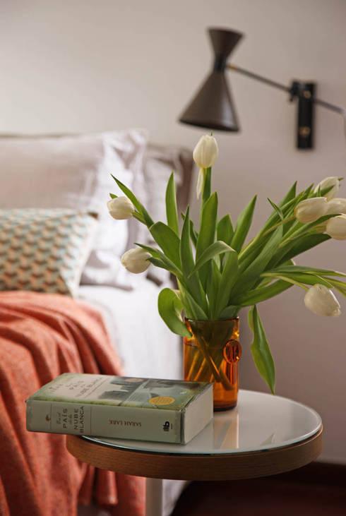 Camera da letto in stile in stile Scandinavo di BONBA studio