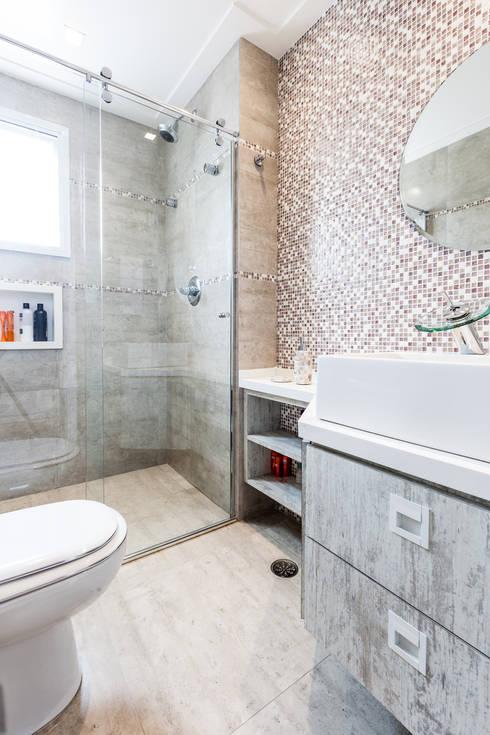 Jd. Marajoara: Banheiros modernos por Tikkanen arquitetura