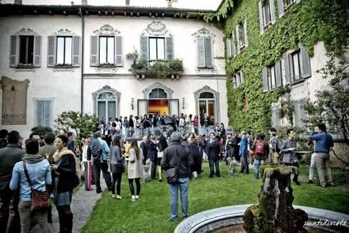 La colección de camas NATUZZI Italia lanzada con VOGUE Italia: Recámaras de estilo moderno por NATUZZI - Andares Guadalajara