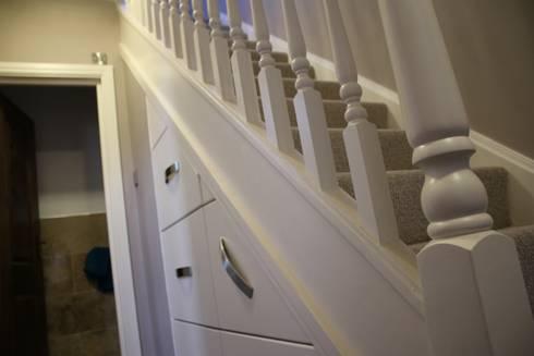130 Cheviot Gardens:  Corridor, hallway & stairs by Roberts 21st Century Design