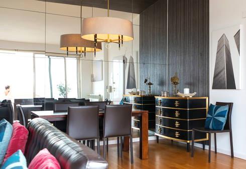 Cómoda estilo Art Deco em ambiente moderno -  Art Deco dresser in modern environment: Casa  por PreConceito
