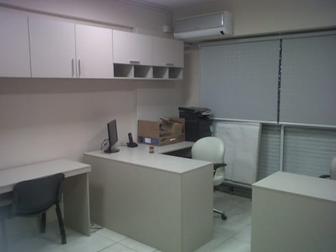 remodelacion de oficinas:  de estilo  por Remodelaciones SF
