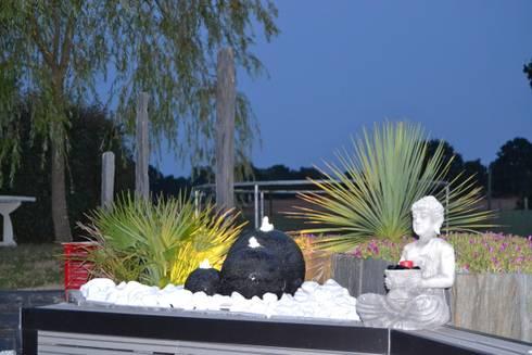 cr ation d un univers contemporain int grant une terrasse mixte travertin de marbre blanc et. Black Bedroom Furniture Sets. Home Design Ideas