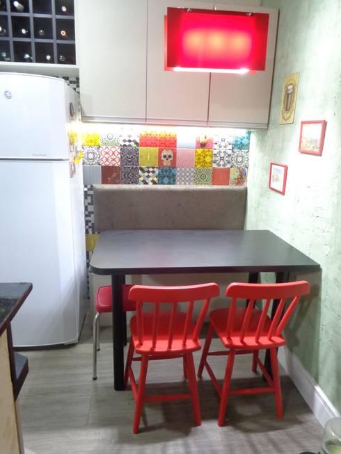 Cozinha Colorida: Cozinhas modernas por Elaine Medeiros Borges design de interiores