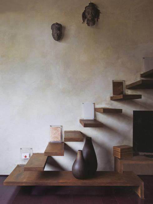 vertigine controllata: Ingresso, Corridoio & Scale in stile  di Angelo Sabella Architetto