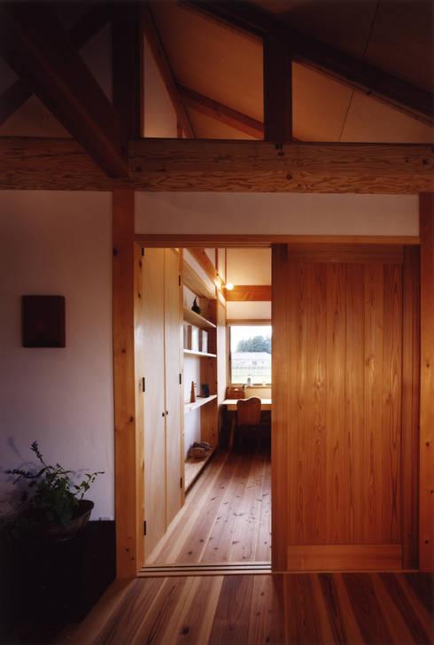 薪塀の家 内観 子供部屋: 東山明建築設計事務所が手掛けた子供部屋です。