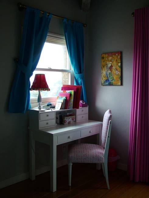 Dormitorios infantiles de estilo  por Erika Winters® Design