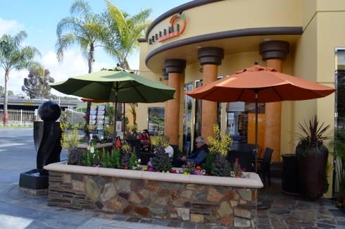 Bella MarketPlace La Paz. Laguna Hills CA.: Espacios comerciales de estilo  por Erika Winters® Design