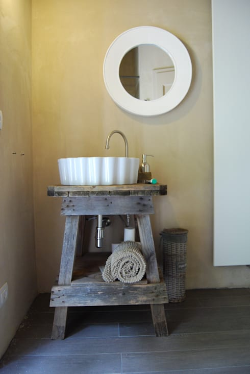 rustic Bathroom by Architetto Silvia Giacobazzi