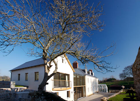 Le Camptrehard: rustic Houses by JAMIE FALLA ARCHITECTURE