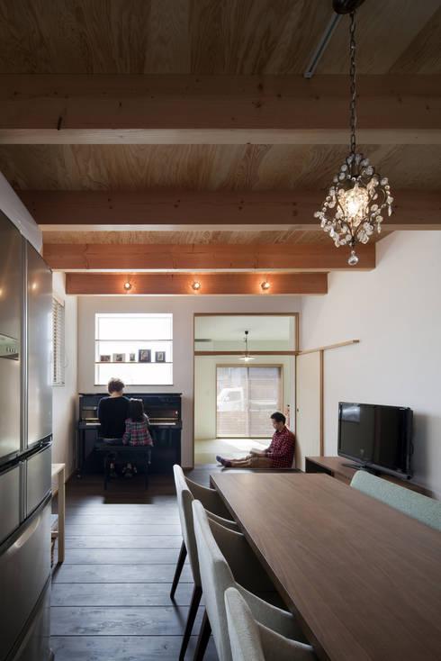 吉之丸の家: C lab.タカセモトヒデ建築設計が手掛けたリビングです。