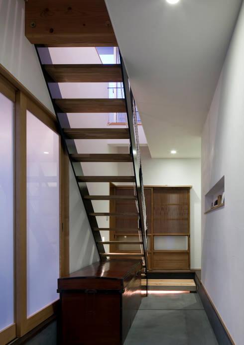 吉之丸の家: C lab.タカセモトヒデ建築設計が手掛けた廊下 & 玄関です。