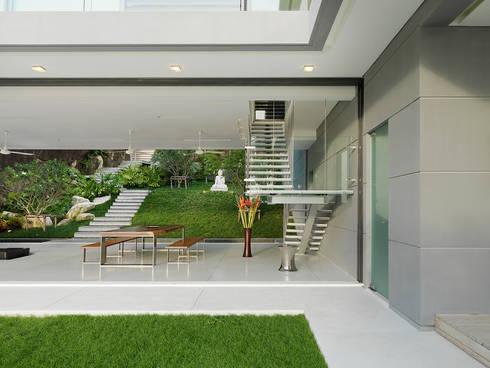 Villa Amanzi: modern Living room by Original Vision