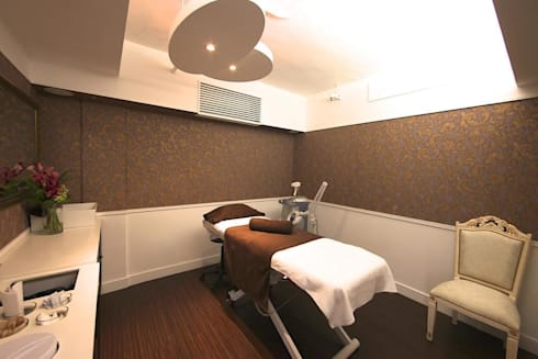Waxing and facial treatment room:  Offices & stores by Oui3 International Limited