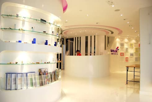 Sales and Reception area:  Offices & stores by Oui3 International Limited