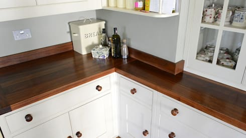 Simple & unfussy shaker style elegance: country Kitchen by NAKED Kitchens