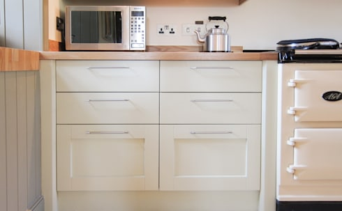 Beautiful Classically Styled Cabinetry: country Kitchen by NAKED Kitchens