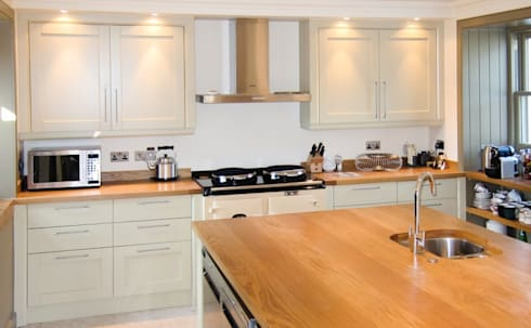 Modern Appliances In Classically Styled Kitchen: country Kitchen by NAKED Kitchens