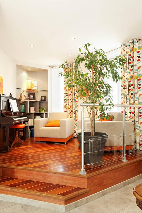 Petit salon contemporain: Salon de style de style Moderne par CL Intérieurs