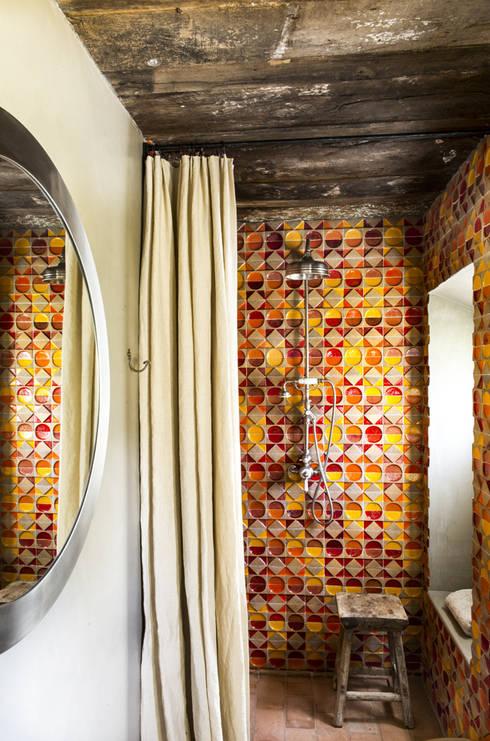 mediterranean Bathroom by dmesure