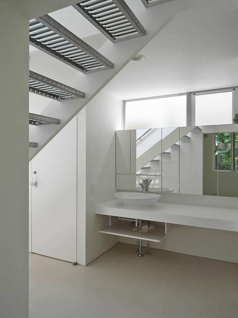 洗面台: 小田宗治建築設計事務所が手掛けた浴室です。