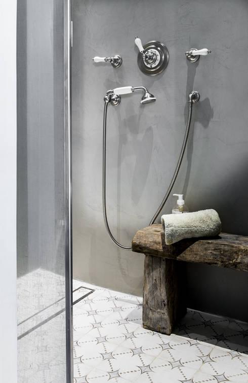 Toscane: Salle de bains de style  par dmesure