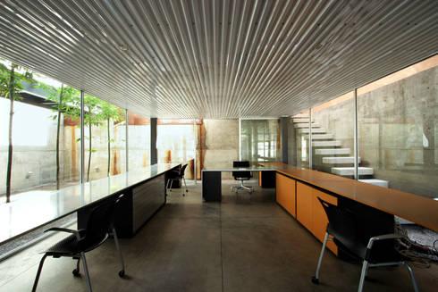 Casa Gracia: Estudios y oficinas de estilo moderno por Gracia Studio