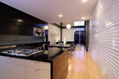 Casa Gracia: Cocinas de estilo moderno por Gracia Studio