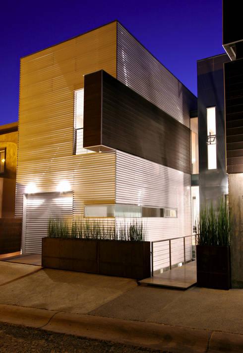 Casa Gracia: Salas de estilo moderno por Gracia Studio