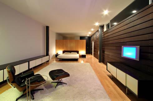 Casa Gracia: Recámaras de estilo moderno por Gracia Studio