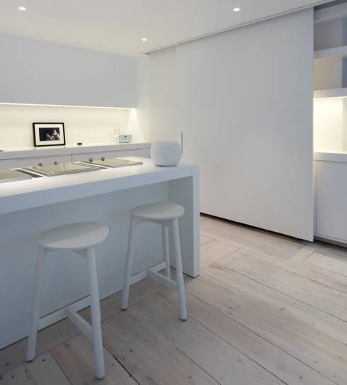 Habitation Privée Vieux-Lille: Cuisine de style de style Moderne par mayelle architecture intérieur design