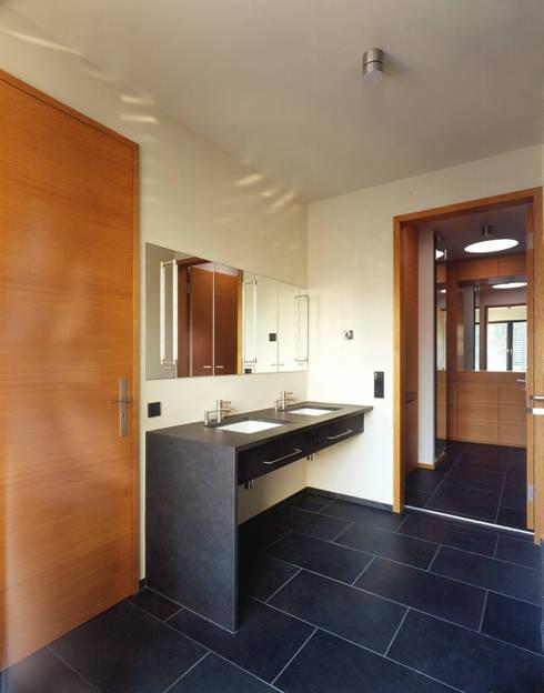 Bad: moderne Badezimmer von tredup Design.Interiors