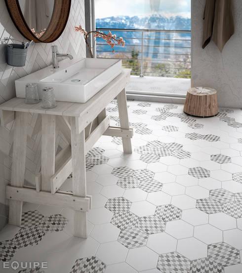Hexatile Blanco Mate, Decor Insinuate 17,5x20: Baños de estilo escandinavo de Equipe Ceramicas