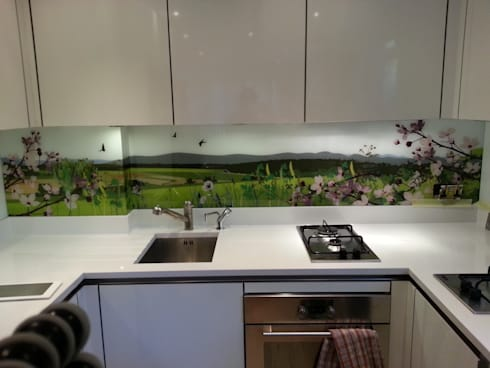 British  countryside art splashback:  Kitchen by Glartique Ltd