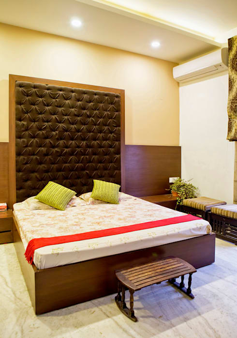 Bedroom:  Houses by Studio An-V-Thot Architects Pvt. Ltd.