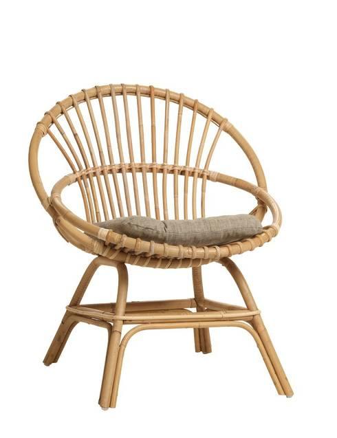 fauteuil coquille Brigitte avec coussin: Maison de style  par KOK