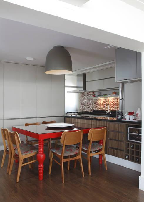 Comedores de estilo  por Lore Arquitetura