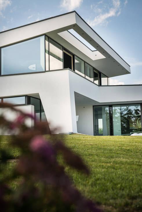 pultdach modern interpretiert in dynamischer architektur. Black Bedroom Furniture Sets. Home Design Ideas