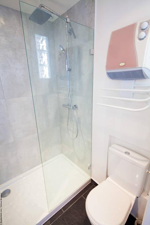 Ванные комнаты в . Автор – Solenne Brugiroux Architecte