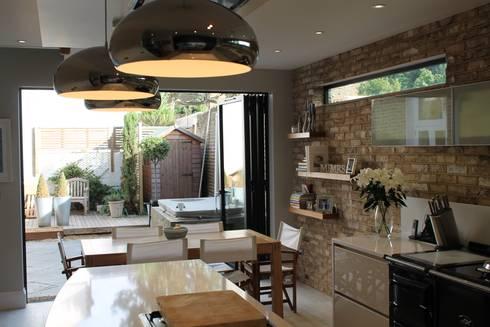 MR & MRS DELANEY'S KITCHEN: modern Kitchen by Diane Berry Kitchens
