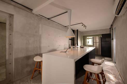 Lorong Lew Lian: industrial Kitchen by VOILÀ Pte Ltd