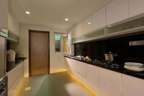 Tagore Avenue: modern Kitchen by VOILÀ Pte Ltd