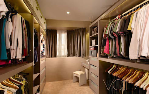 Tagore Avenue: modern Dressing room by VOILÀ Pte Ltd