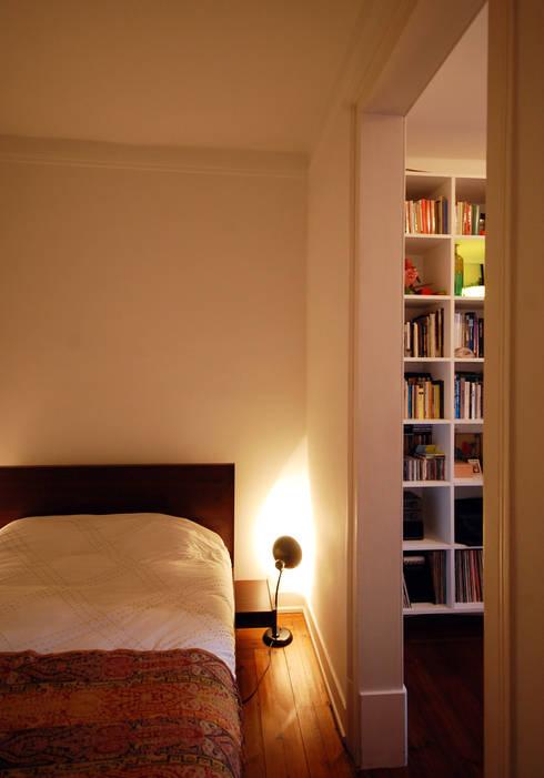 Apartamento Pedras Negras (2012): Quartos  por pedro pacheco arquitectos