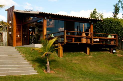Casa com vidro e madeira por natalie tramontini for Fachadas casas de campo campestres