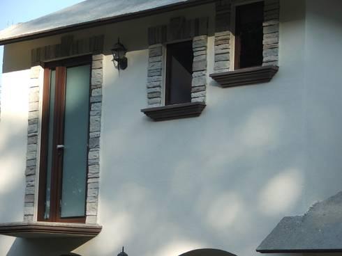 Ventanas en Madera: Ventanas de estilo  por Multivi