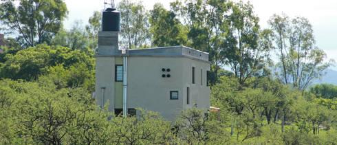 CASA SOMBRERO: Casas de estilo moderno por MULA.Arquitectos