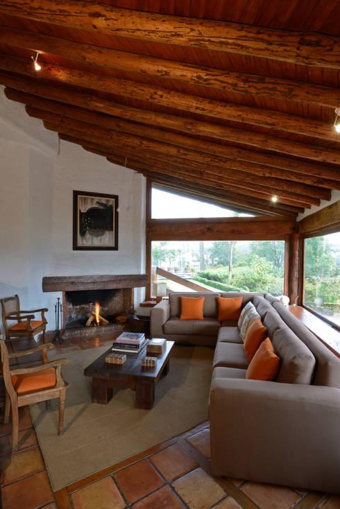 Casa La Teja: Terrazas de estilo  por LOGUER Design